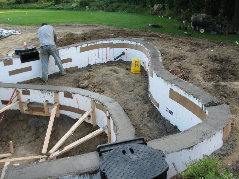 Pond construction in concrete for Concrete koi pond construction